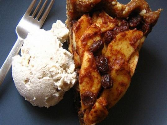torta-di-mele-e-gelato-alla-vaniglia-vegan
