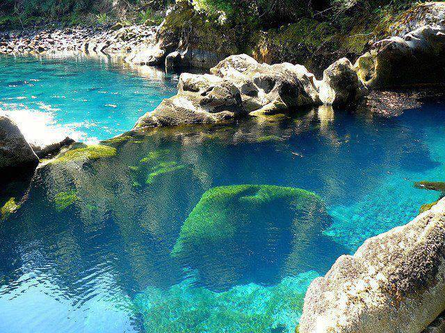 turquoise-pool-cile